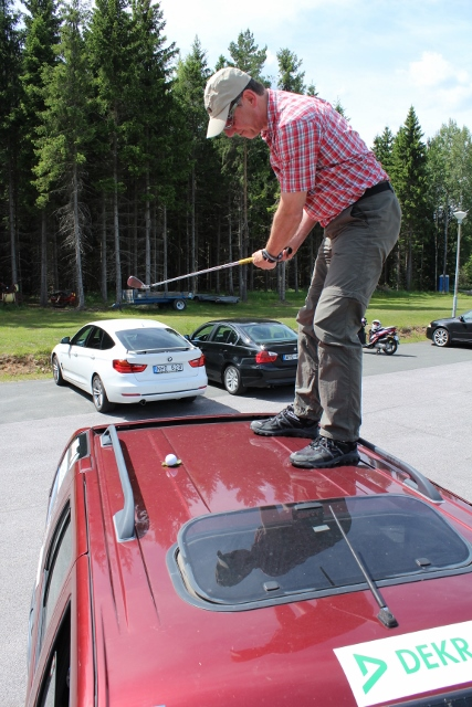 Tagesaufgabe Caddy shack: Golf auf dem Autodach.