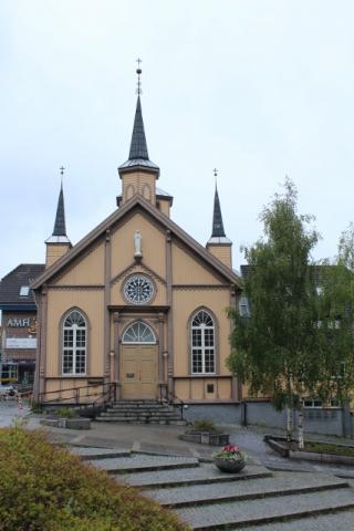 32-Norwegen-Tromsoe-Nordic-Cathedrale-427x640